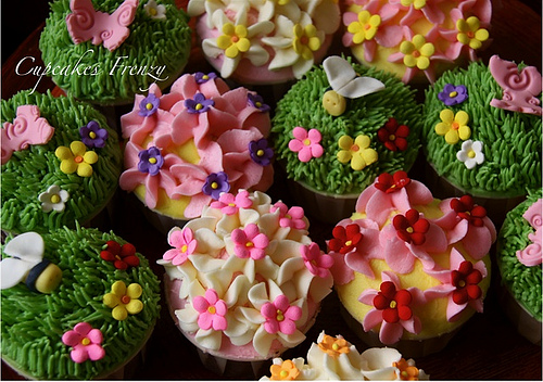 Part Of Saris Cupcakes Order Garden Theme Is Currently My Favorite The Week Colorful And Busy Yet So Much Fun What Do You Think