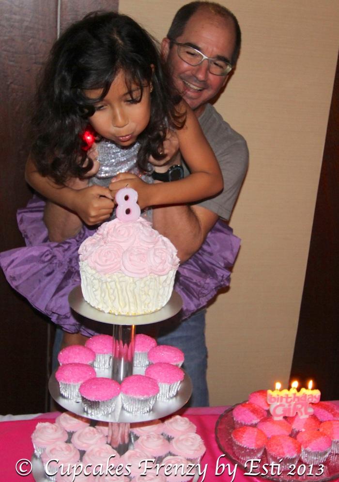 © Esti 2013 Giant Cupcake