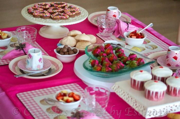 © Esti 2014 tea party