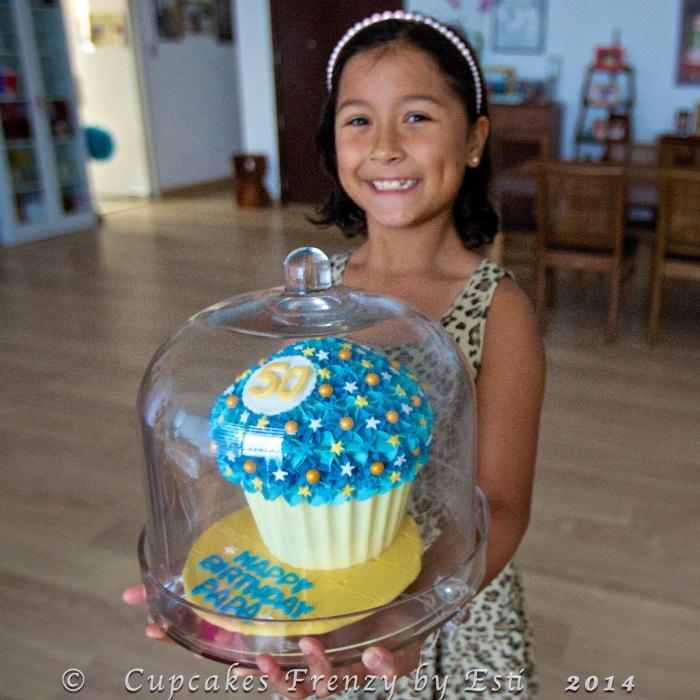 © Esti 2014 giant cupcake1