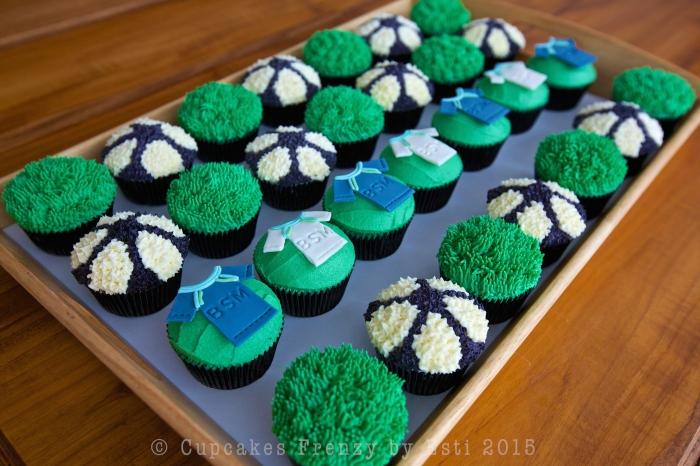 football cupcake 2