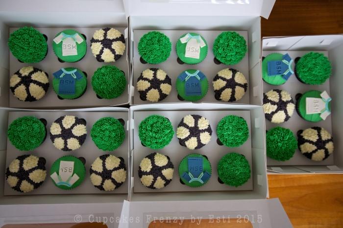 football cupcake 3